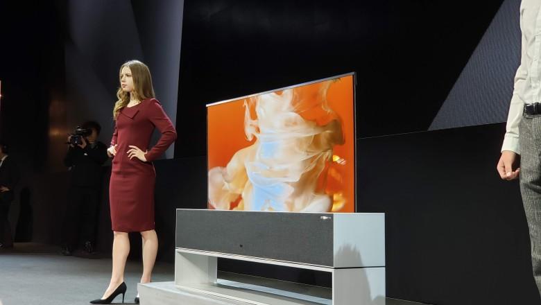 LG presenta la primera TV plegable del mundo